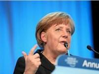 Merkelová: Za vysokým německým přebytkem jsou příliš slabé euro a nízké ceny ropy
