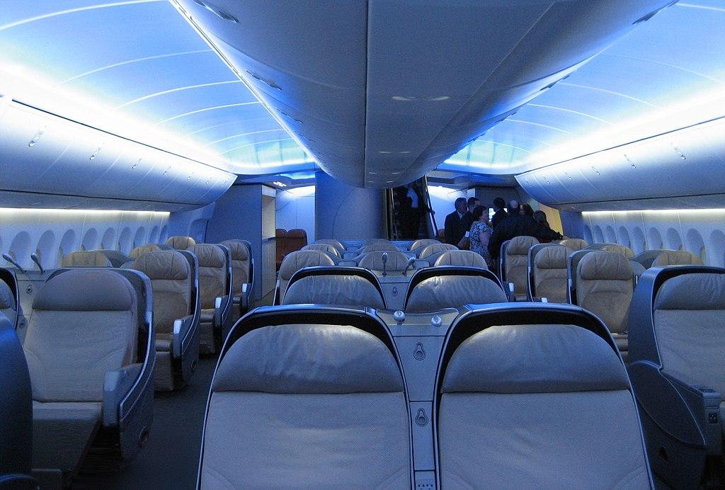 První z převzatých letadel vyrazilo včera krátce po 18 hodině místního času z amerického Seattlu