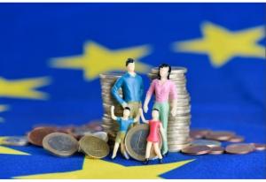hromada euro mincí s figurkami rodiny ©EC Audiovisual Service