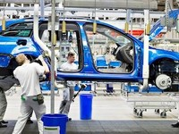 Výroba aut do konce dubna klesla o procento na 489 752 vozů